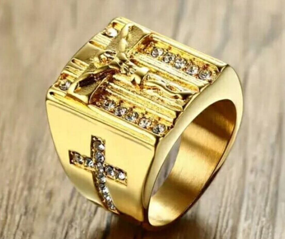 Crucifixo jesus com  Zircônia Cúbica anel em aço inoxidável dourado