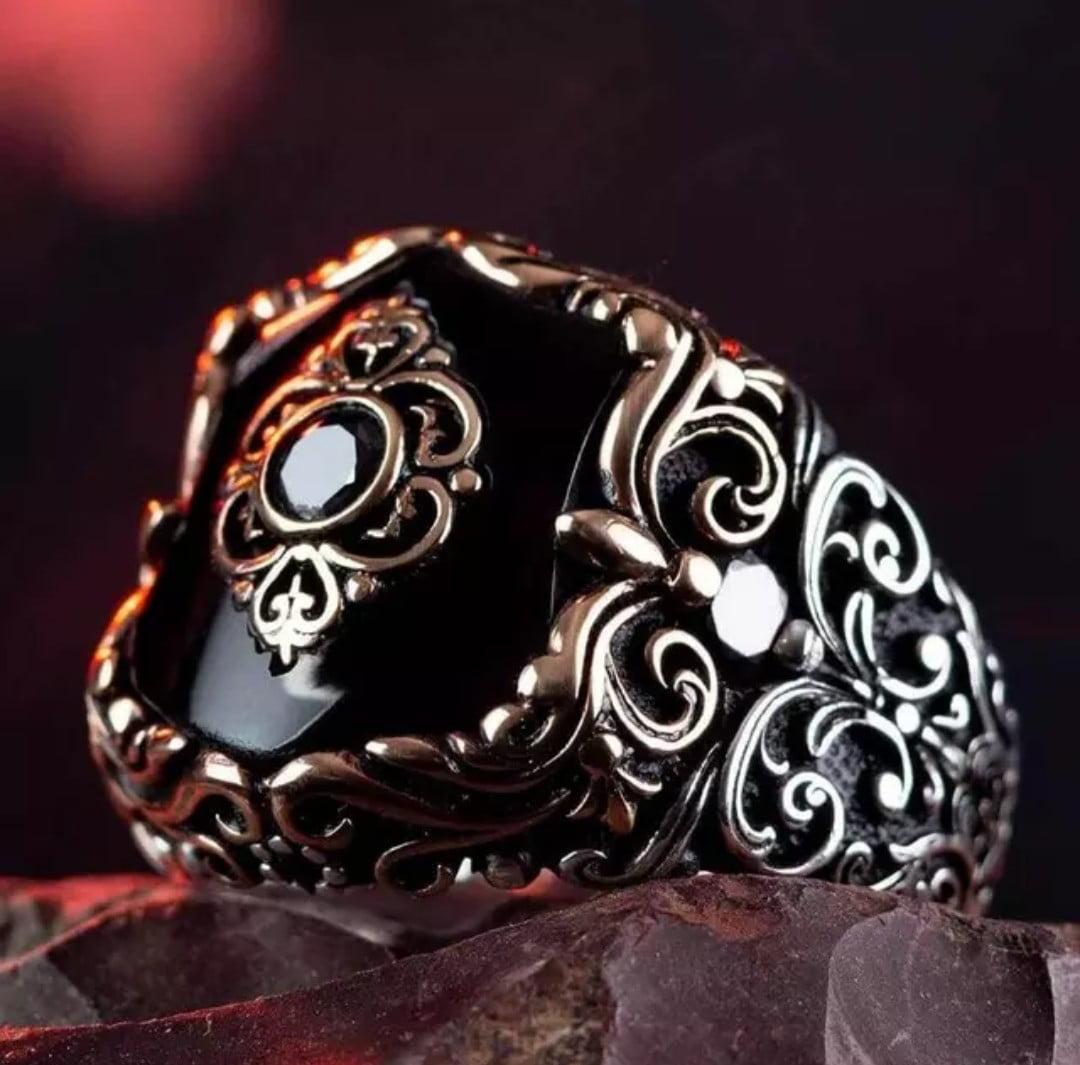 Anel masculino Turco em prata esterlina 925 com pedras Õnix e pedra preciosa handesculved uma joia única .