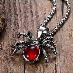 Colar com pingente aranha em aço inoxidável e pedra vermelha .